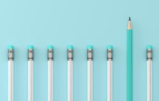 Photo d'ambiance avec des crayons aux couleurs de la mutuelle des hôpitaux