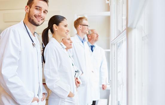 Fonctionnaires hospitaliers dans un hopital