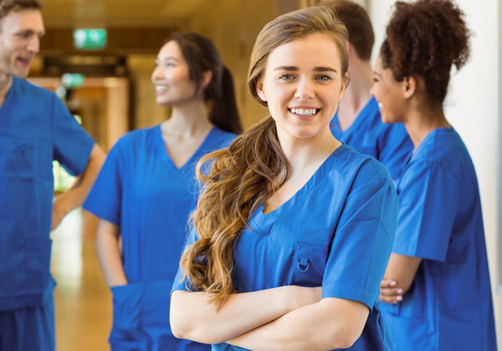 Marie, jeune diplômée en médecine