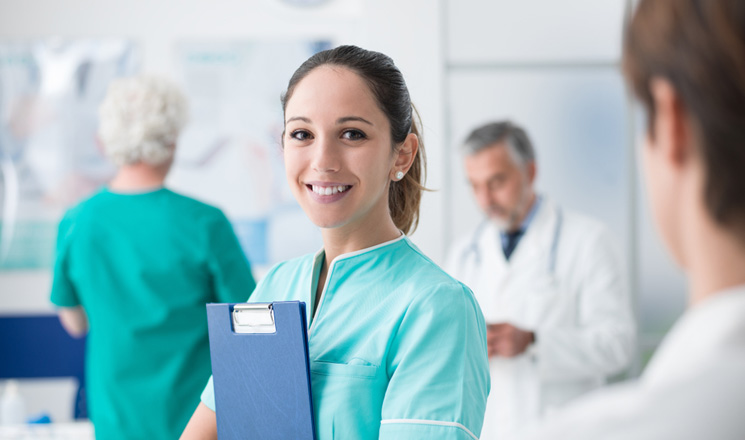Jeune active du milieu hospitalier